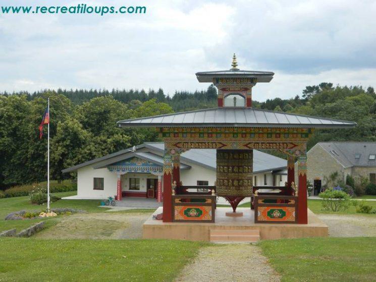 Le moulin à prières et le temple
