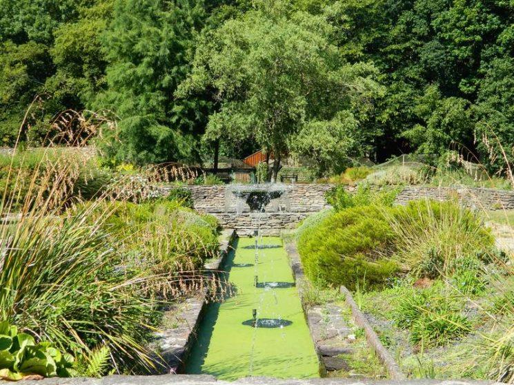 Jardin à la française avec fontaines