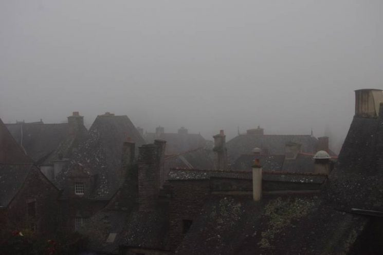 Rocefort-en-Terre dans le brouillard